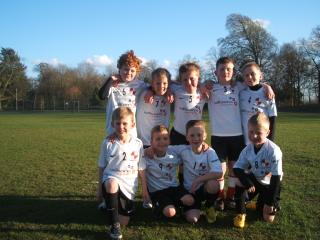 Newarks-Under-8-Fernwood-Foxes-football-team-sponsored-tshirts-willsons